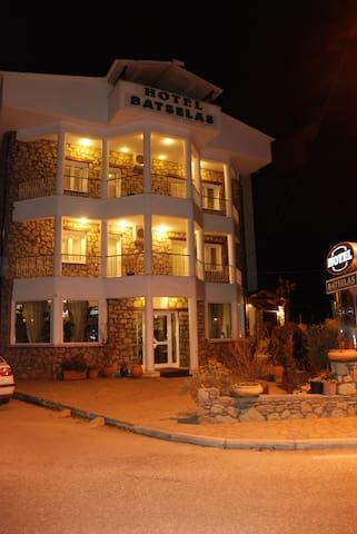 BATSELAS  HOTEL APARTMENTS - Kastoria - Apartemen
