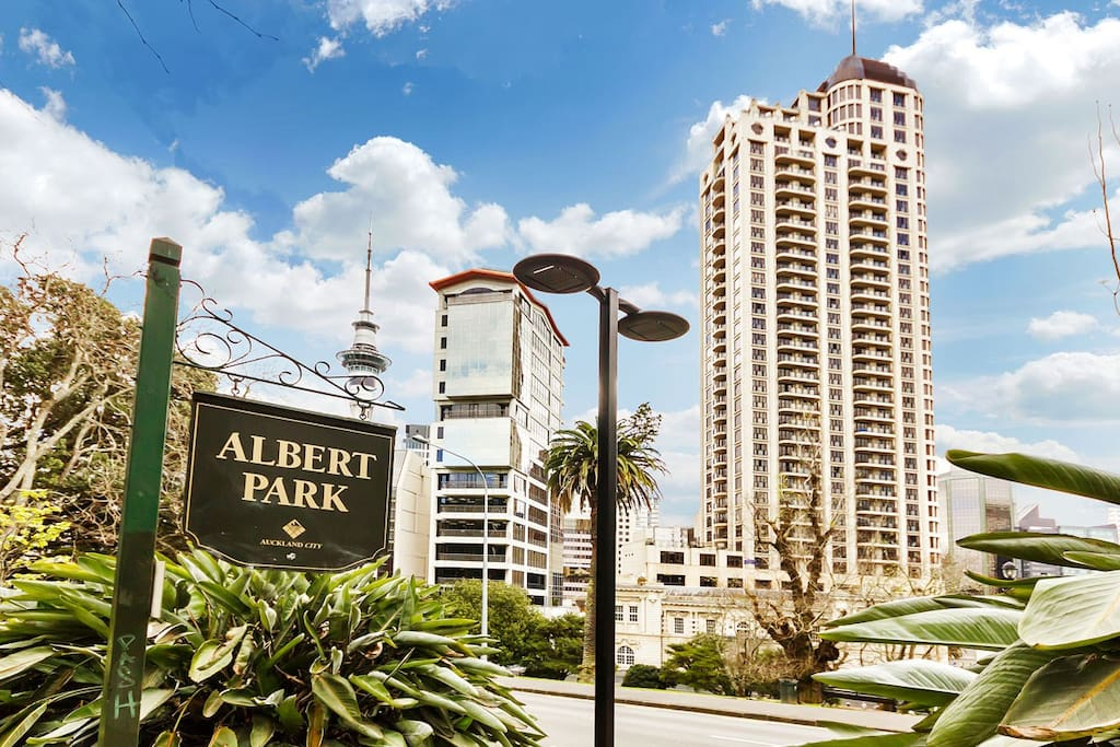 Close to boutique shopping areas and pretty Albert Park