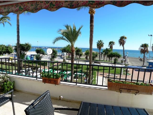 BEACHFRONT 120 m2, WITH TWO TERRACES - Algarrobo-Costa - Byt