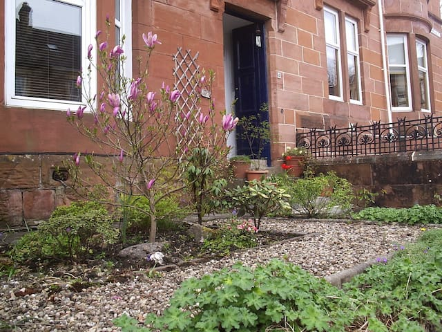 Comfortable room 2 in family home - Glasgow - Bed & Breakfast