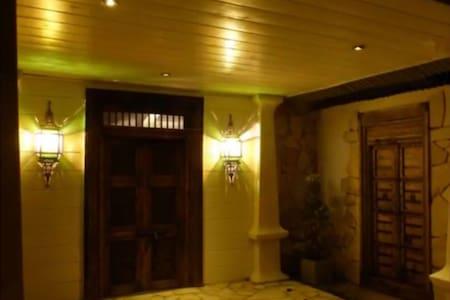 Chambre confortable vue sur piscine et mer - Etang-Salé les Hauts - 別墅
