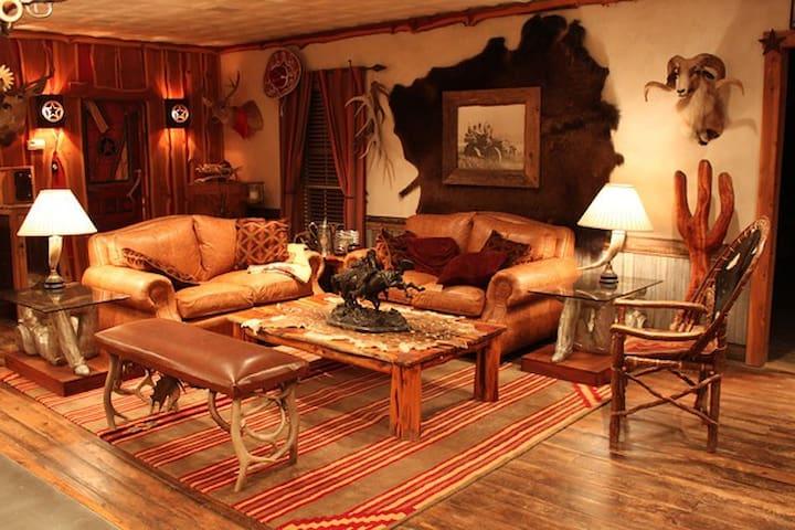 Ultimate River Playground Sleeps 18 - Brady - House
