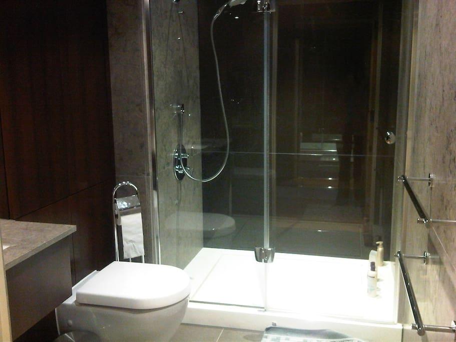 Bathroom no.2