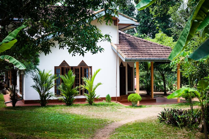 Cozy 2 bedroom house in jungle - Hikkaduwa - House