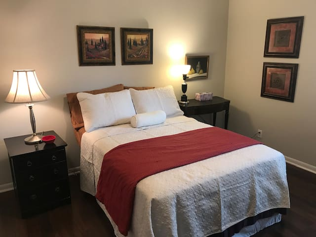 Private room in historic  and charming Dilworth