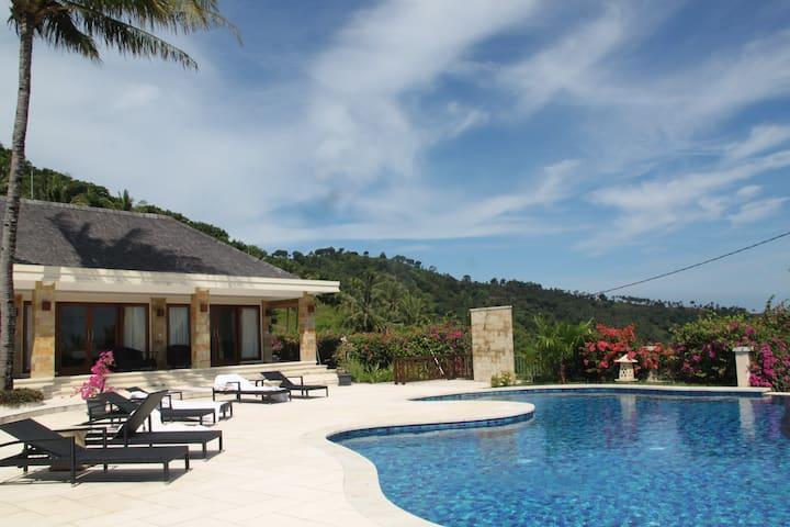 Hilltop Villa with stunning Seaview