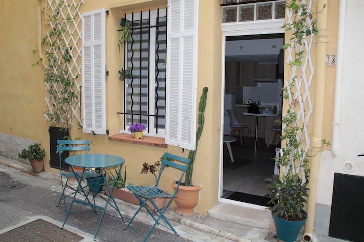 Charmant studio dans le vieil Antibes
