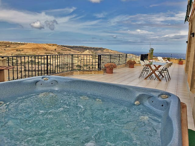 Panoramic Penthouse Hot Tub, Huge 200m² Terrace AC