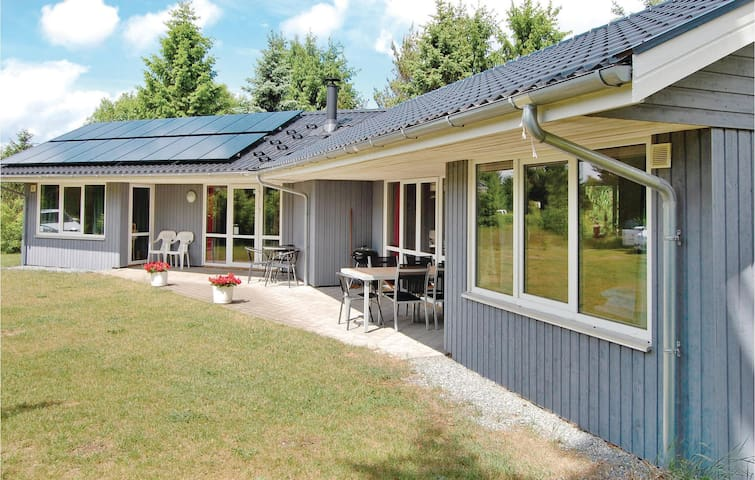 Holiday cottage with 3 bedrooms on 108m² in Fårvang