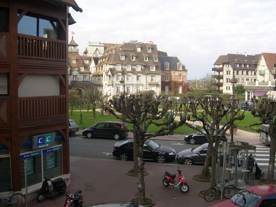Bel appartement vue sur le mythique h tel normandy for Design hotel normandie france