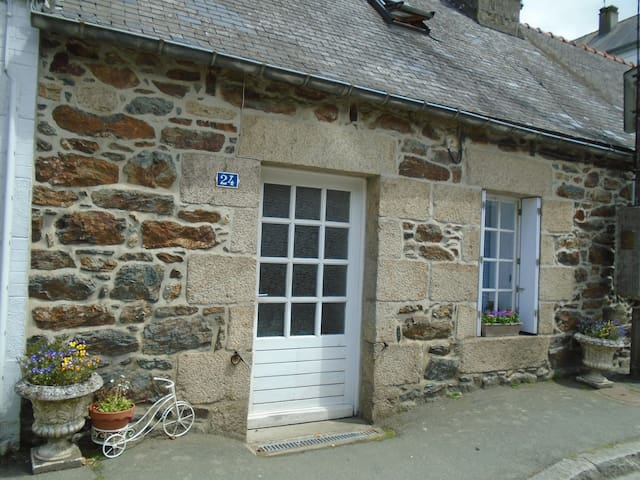 French Cottage-Gite-Brittany-France. - Callac - Ev