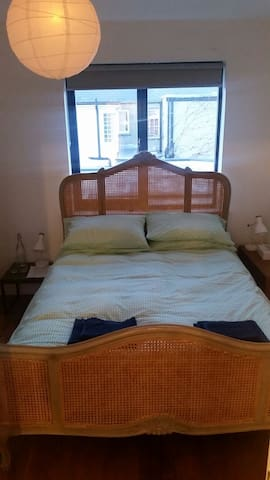 Lovely Queen Bedroom with sofa near city centre - Dublin - Rumah
