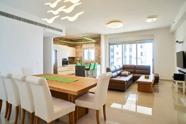 Luxurious 21st Floor Seaview Apartment - Netanya - Apartment