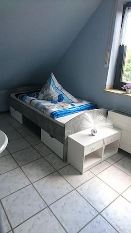 Helles Zimmer im Einfamilienhaus,ruhige Wohngegend