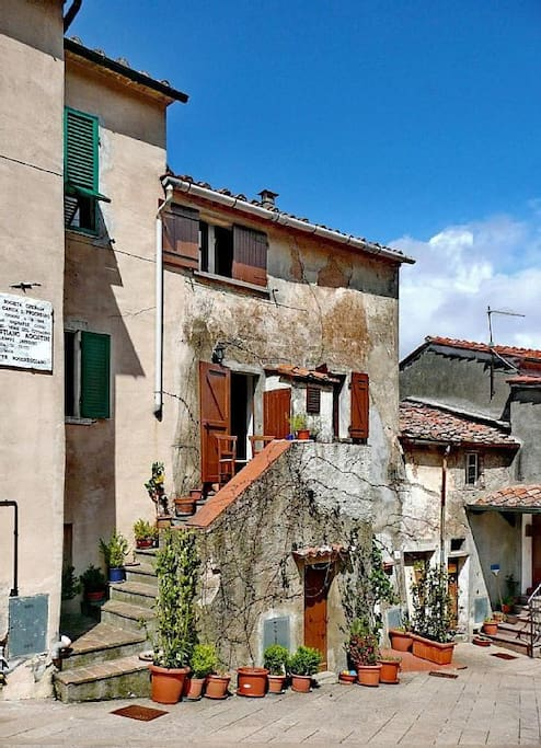 Zugang von der Piazza Sebast Agostini