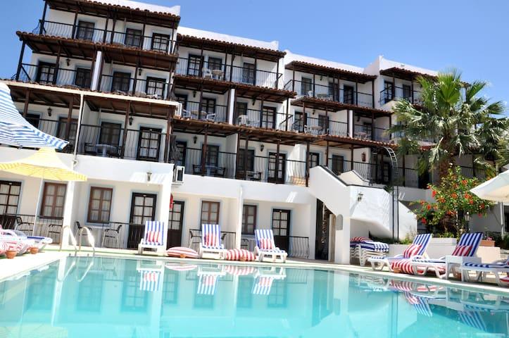 Jarra Hotel Havuz ve Bahçe manzara - Bodrum - Other