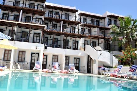 Jarra Hotel Havuz ve Bahçe manzara - 博德鲁姆 - 其它