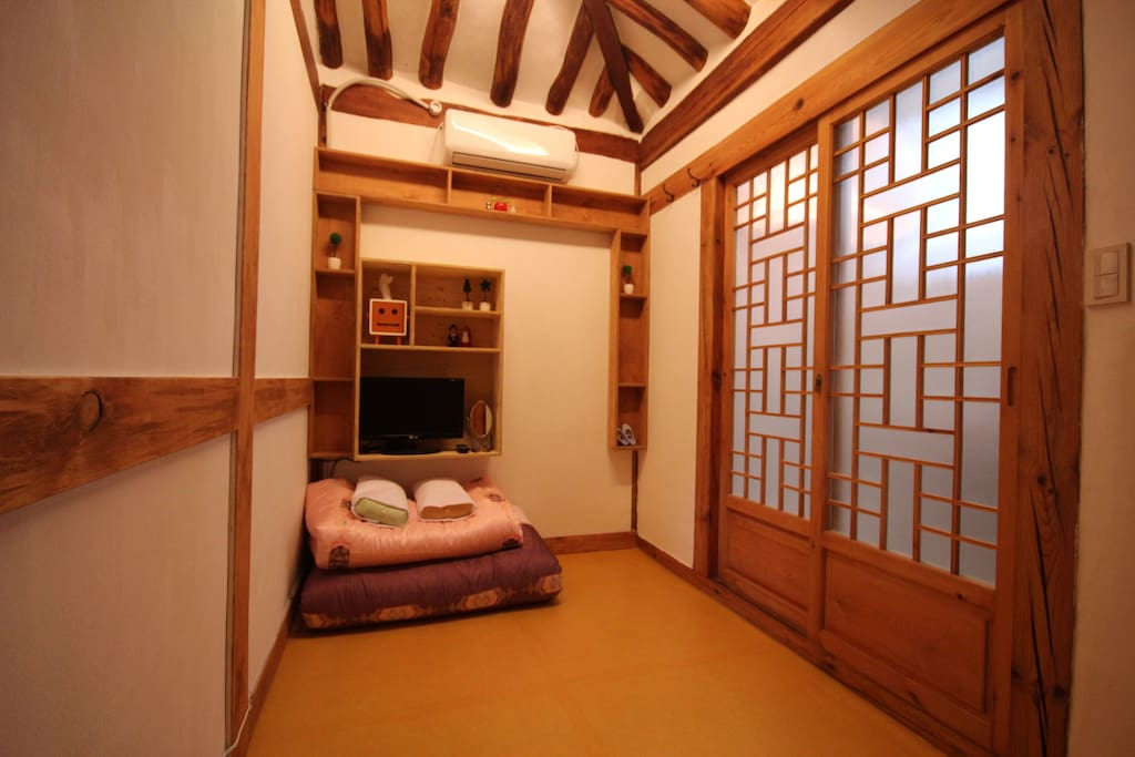 Double room for 2 people.