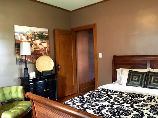Comfortable Private Rm/Bath Near Dwntown & Airport - Omaha