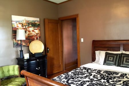 Comfortable Private Rm/Bath Near Dwntown & Airport - Omaha - Ház