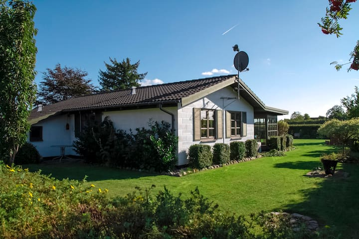 Modern Holiday Home near the sea - Strøby - Hytte