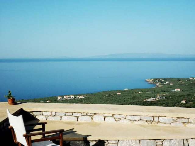 Hilltop villa near Stoupa beach  - Stoupa - Casa