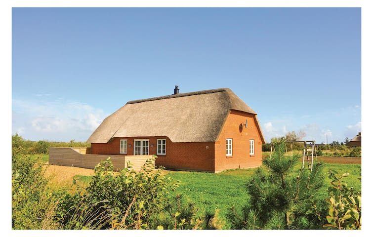 Holiday cottage with 4 bedrooms on 101 m² in Ulfborg