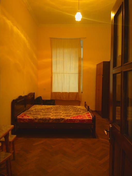 Вид комнаты в первой половине дня