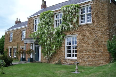 Beautiful Georgian Manor House  - Goadby Marwood - Bed & Breakfast