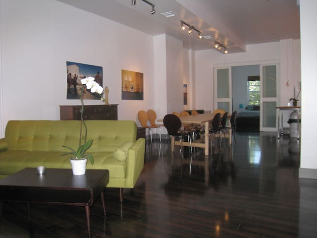 Elegant nyc pad flats for rent in astoria new york for Aki kitchen cabinets astoria ny