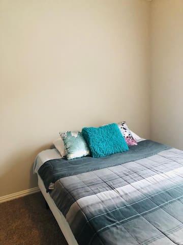 Spacious Pristine Clean Bedroom