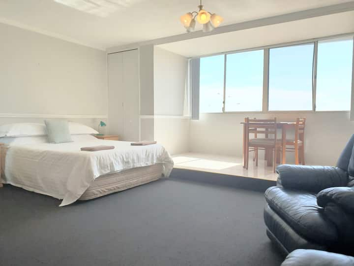 STUDIO 101 - Central Fremantle Studio Apartment