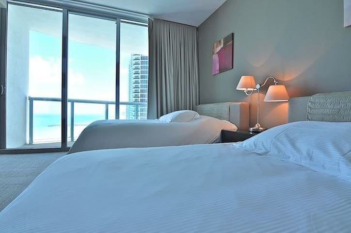 Double room with ocean view - Sunny Isles Beach