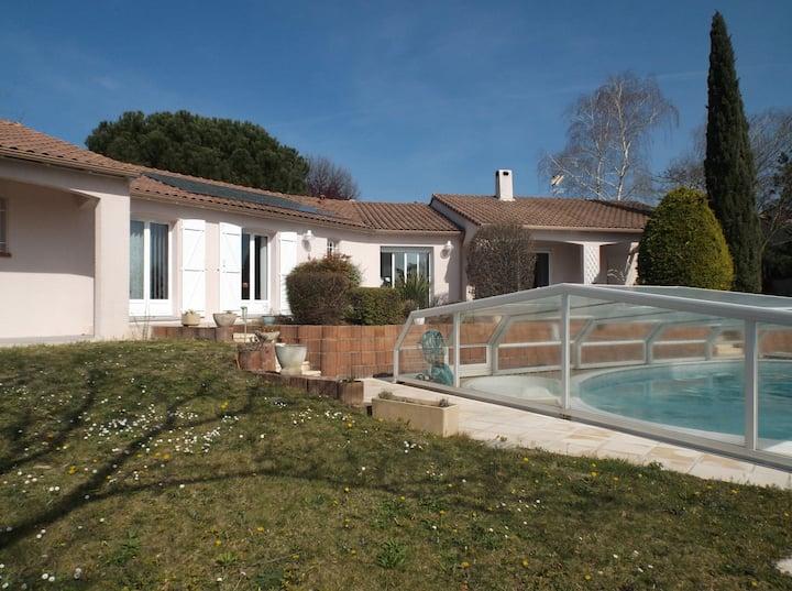 3 chambres dans villa avec piscine