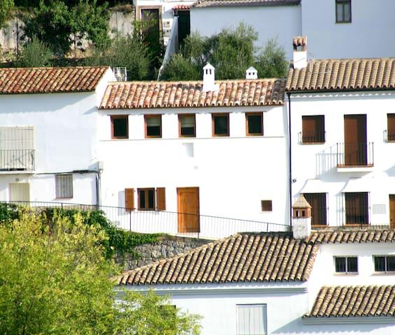 Casa Rural Bioclimática El Aljibe - Benamahoma - Rumah