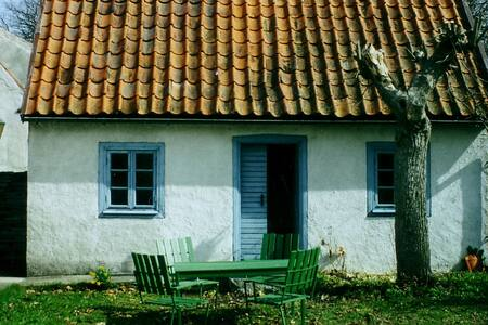 Charming old little cottage in Hall - * Lärbro - Stuga