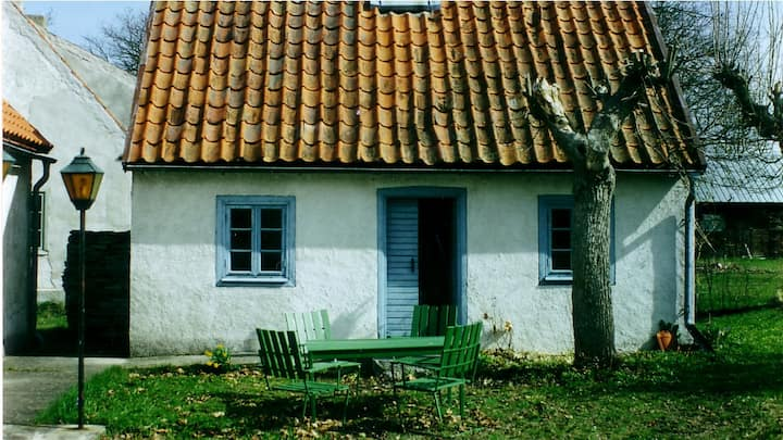 Charming old little cottage in Hall