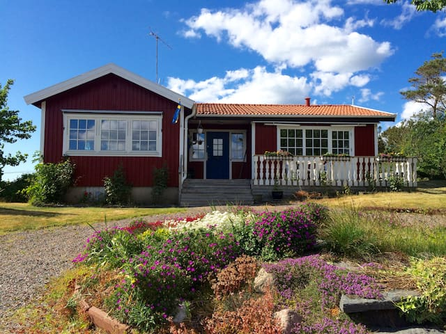 Nice and cosy living close by the sea! - Kungsbacka S - Casa