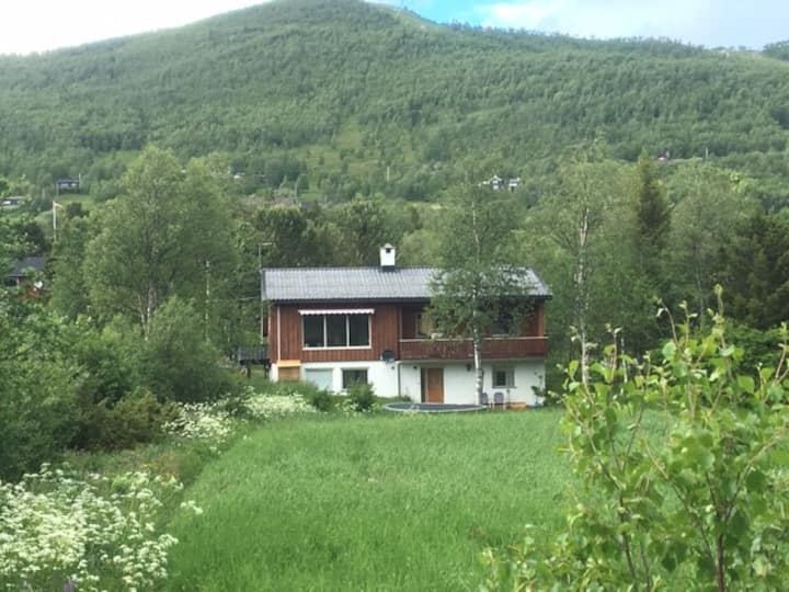 Full apartment 150 m. from Ustedalsfjord