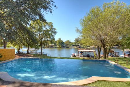Luxury LBJ Lakefront Home with Pool and Boat Dock - Burnet - Haus