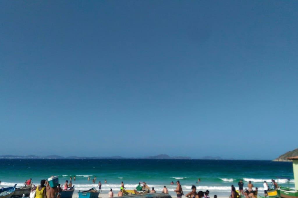 Praia perfeita para mergulhar e ver linda vida marinha que existe aqui. Bom também para um dia em família praia bem tranquila. Á uns 15minutos da Passos ao Mar . Esse é a praia que vc avista logo na entrada. Prainha