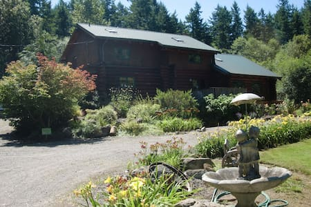 Hidden Log House Bed & Breakfast - Bellingham