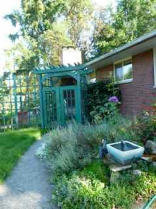 Bluebird Lodge/Office