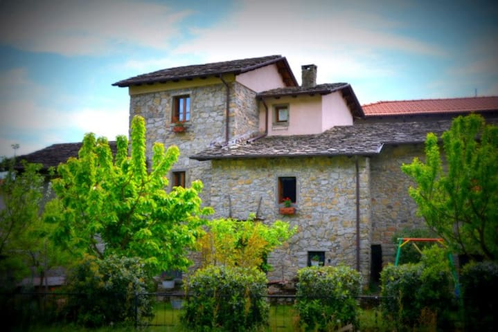 Agriturismo in Lunigiana Toscana - Pozzo - Bed & Breakfast