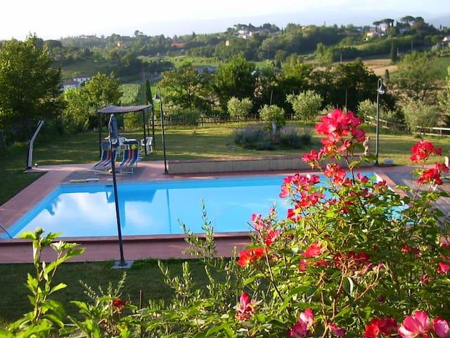 stanza in antica villa con piscina - Fucecchio - House