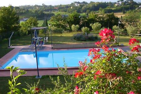 stanza in antica villa con piscina - Fucecchio - Hus