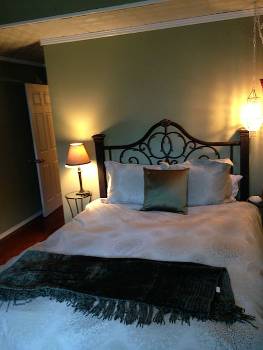 Great front bedroom for guest with infants. There is a crib that is accessible and a private bathroom within this room. This room can be access from the outside through a private door, so no need to wake your guest when getting to the slopes early in the