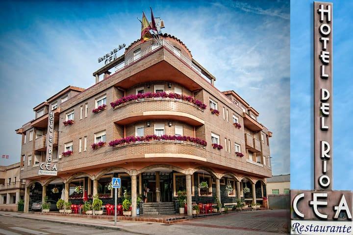 HOTEL RÍO CEA - Puente Almuhey - Aamiaismajoitus