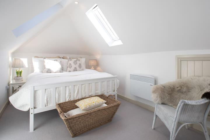Willow Lodge, self contained conversion barn