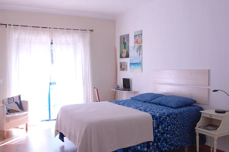 Cozy and spacious private bedroom - Aroeira - Apartemen